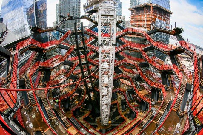 В Нью-Йорке строят смотровую площадку с «бесконечной лестницей»