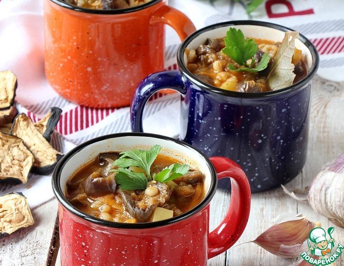 Рецепт: Грибной суп с перловкой и баклажанами
