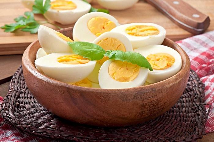 Вареные яйца - отличный вариант питательного завтрака. / Фото: fitnessi.ru