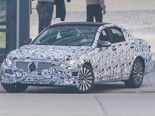 Новейший седан Mercedes-Benz E-класса показал свой кузов