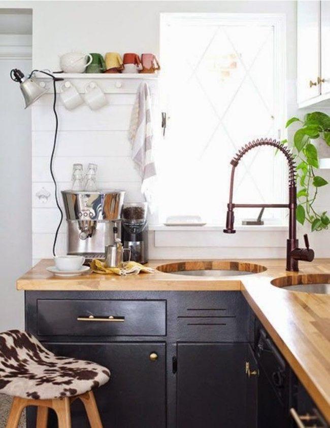 Кухня в стиле лофт с угловой тумбой с прямым углом