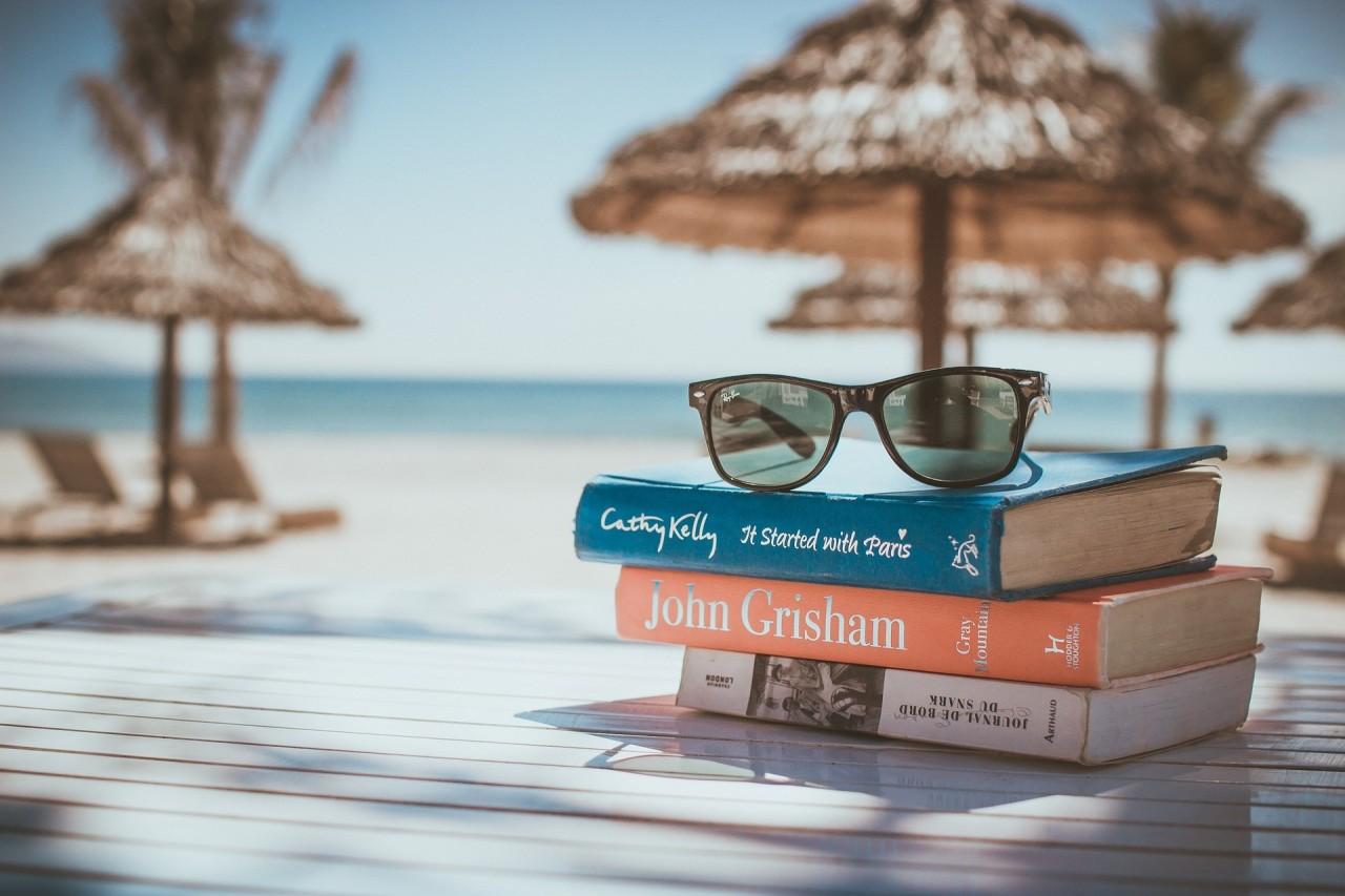 10 книг, которые вы просто обязаны взять с собой в отпуск