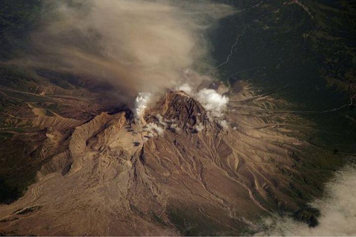 Вулкан Шивелуч на Камчатке выбросил 9-километровый столб пепла