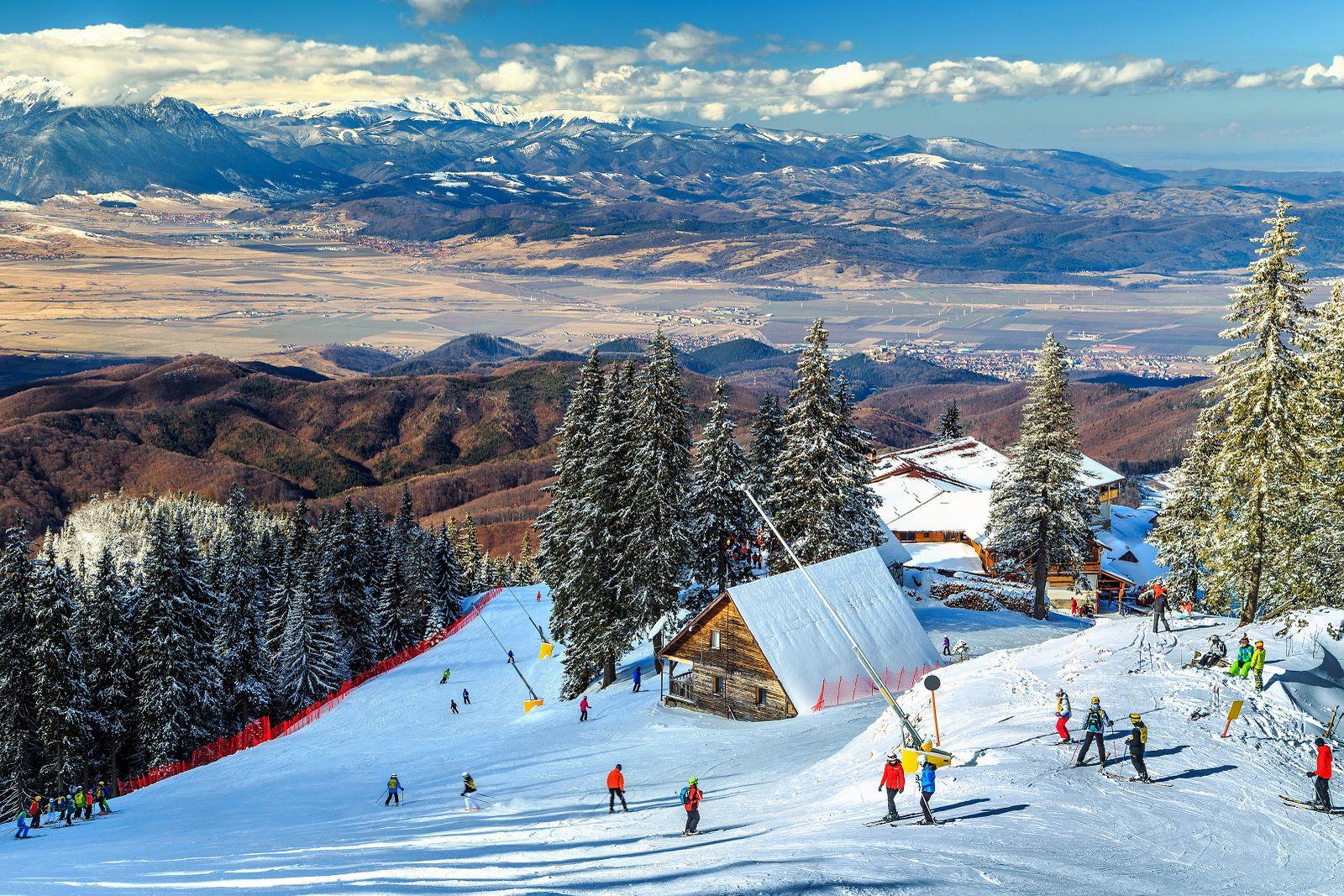 Общая протяжённость горнолыжных трасс составляет 14 км