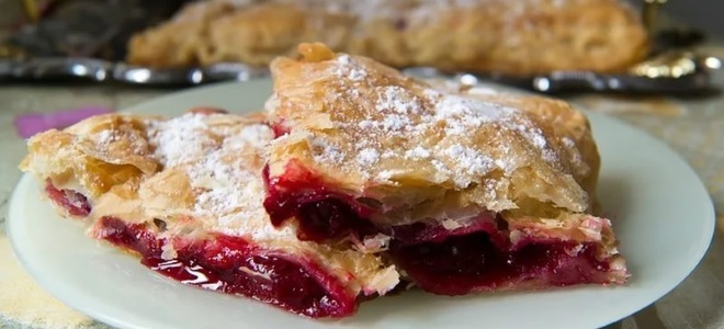 Вишневый слоеный пирог рецепт фото