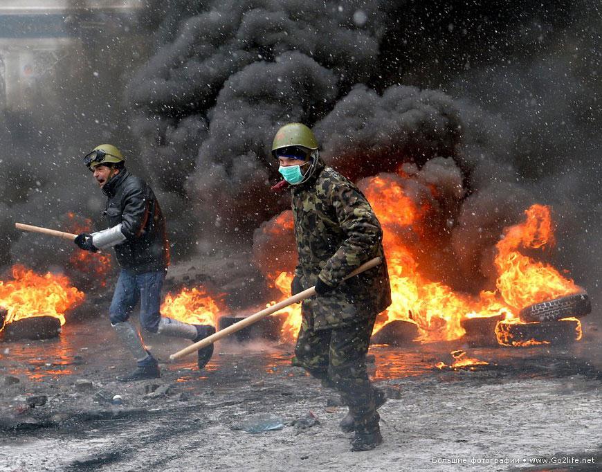 ПОМНИМ.  Евромайдан: первая кровь так называемого мирного протеста