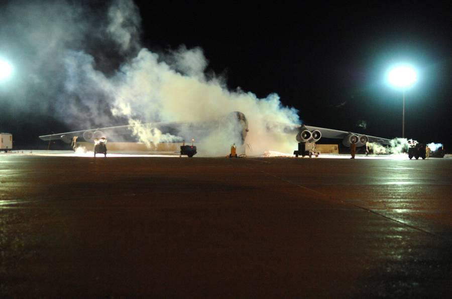 Авария стратегического бомбардировщика В-52 на авиабазе Майнот...