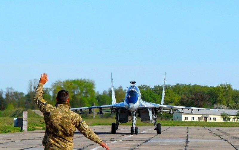 Украина перебрасывает боевую авиацию к границам Крыма