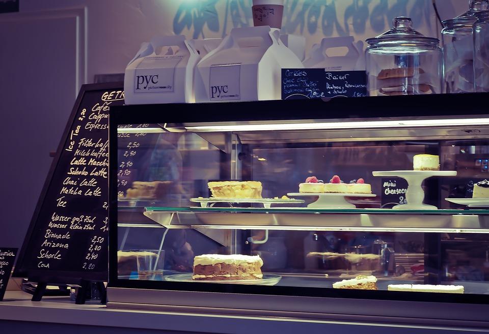 Инфографика: сколько на самом деле стоят блюда в кафе