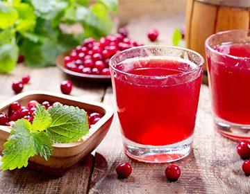 Как приготовить клюквенный морс: жаропонижающий и противоотечный напиток