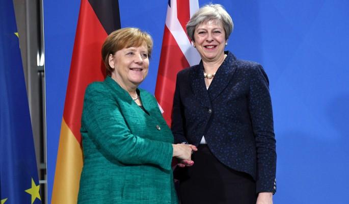 Хромая утка Меркель поплакалась бедолаге Мэй