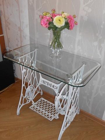 Сделали журнальный столик из станины от швейной машинки Зингер) Как вам идея?
