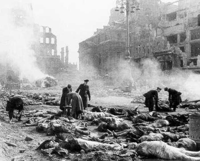 Выжженный Дрезден-1945. Это сделали немецкие союзники по НАТО, которые по-прежнему оккупируют их землю.
