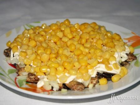 Кукуруза в салате со шпротами фото