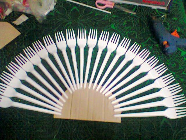 Веер из пластиковых вилок
