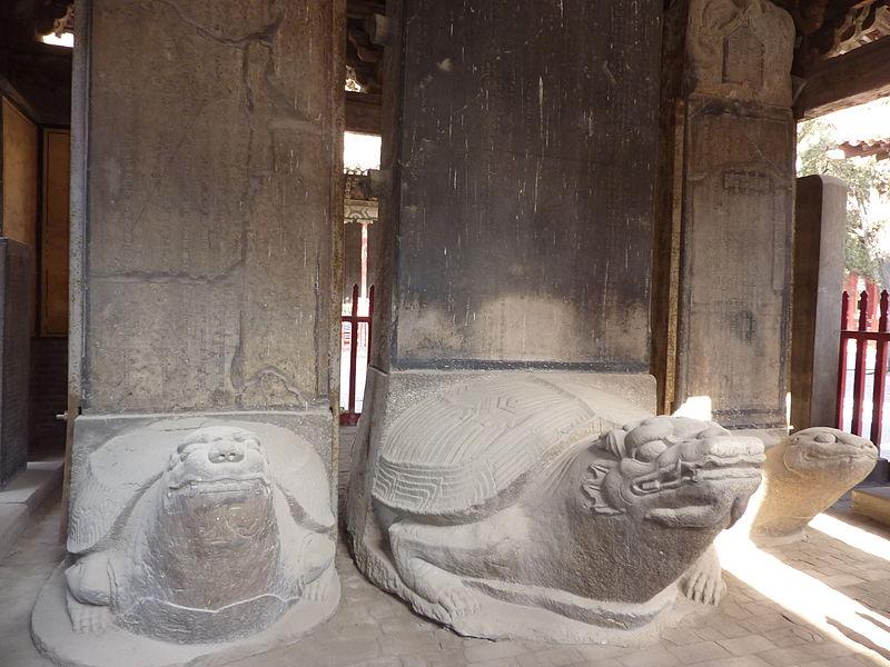 Черепаховые стелы юаньской эпохи в Храме Конфуция, Цюйфу.