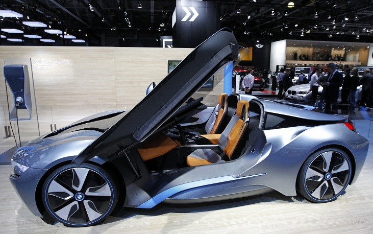 Концепт-кар BMW i8 с гибридным двигателем