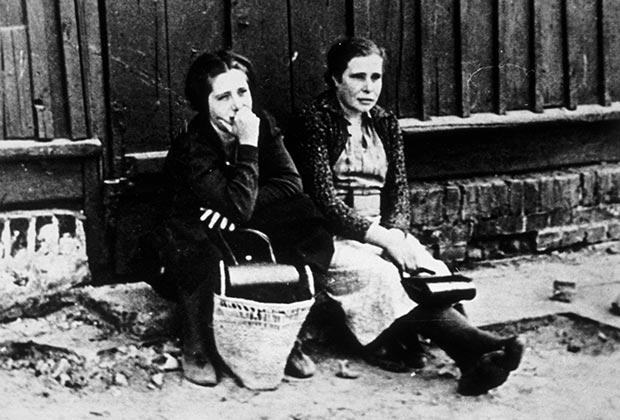 На улице в Варшаве во время германской оккупации