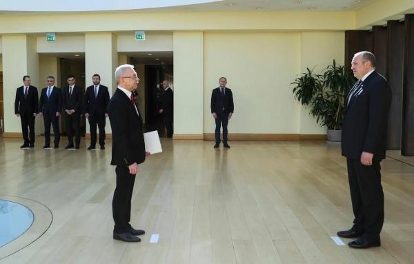Новый посол Украины вручил верительные грамоты президенту Грузии