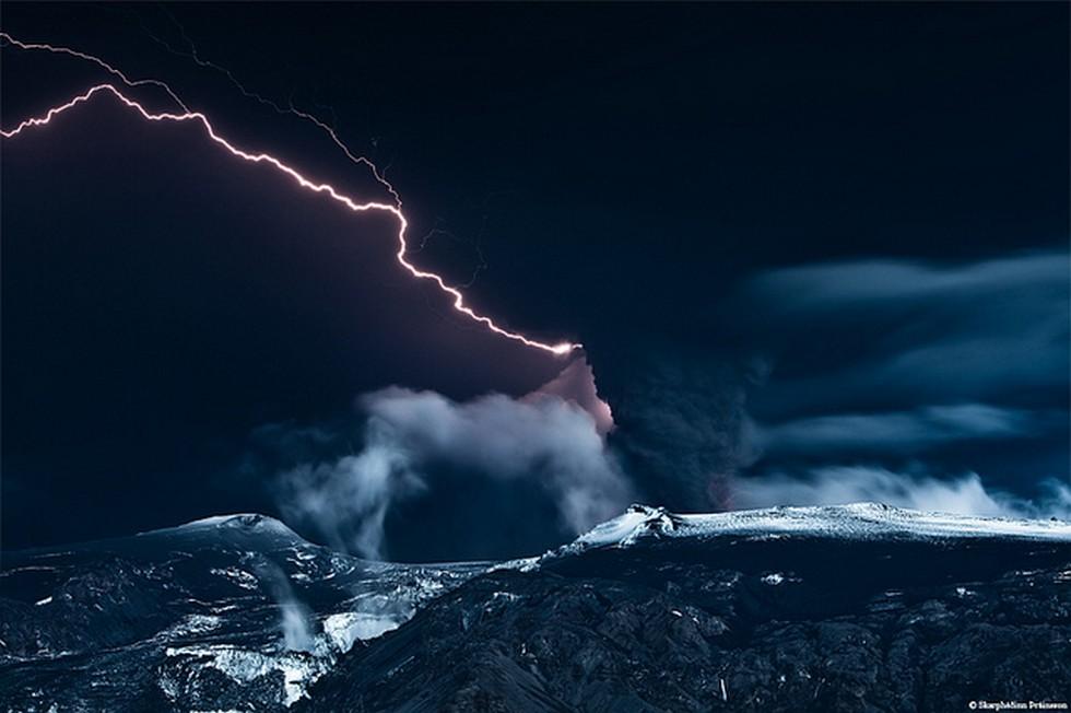 Молния в горах
