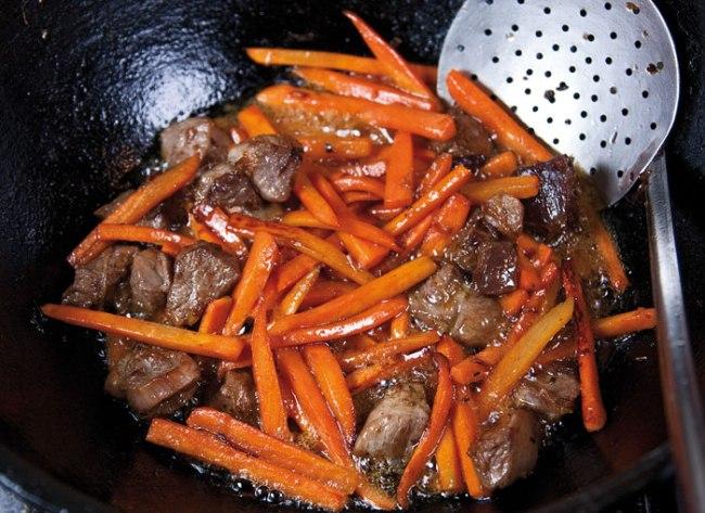 обжарка моркови для плова из домашней лапши