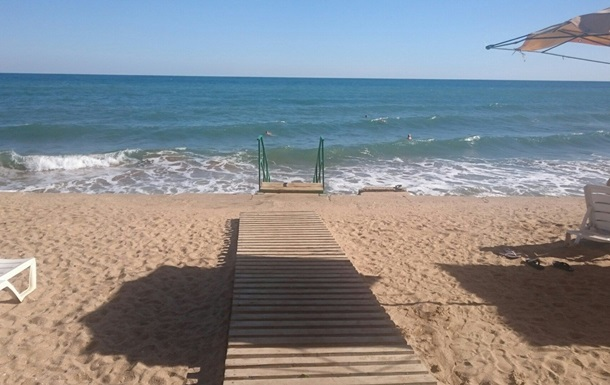 Небархатный сезон: укротвиттер показал пляжи Крыма