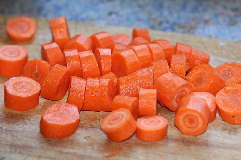 Томленые бараньи голяшки с овощным соусом