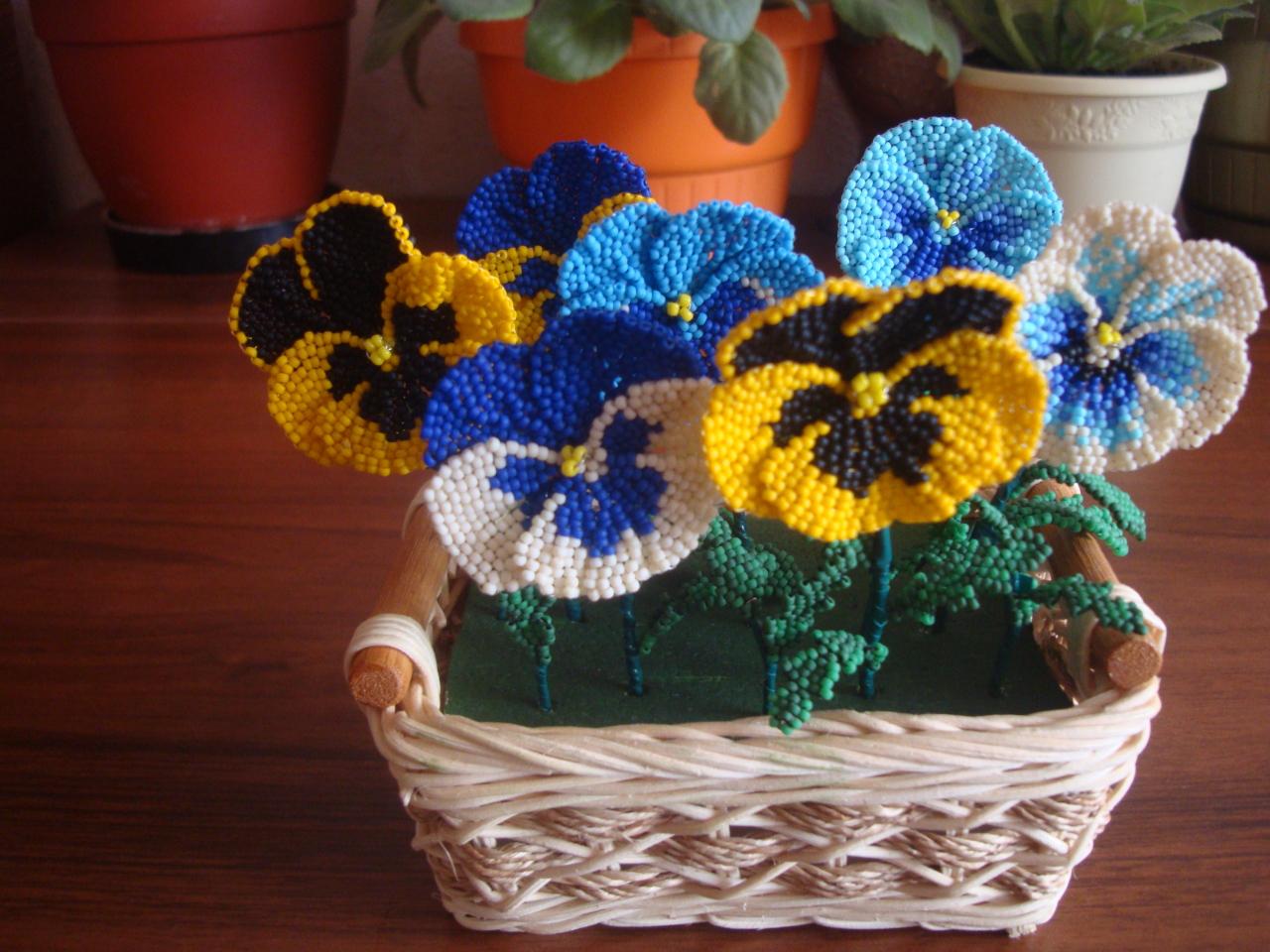 Анютины глазки фото цветы из бисера