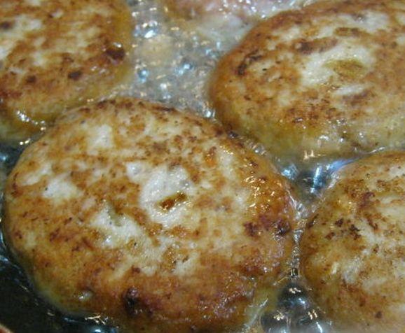 Ароматные и нежные рыбные котлеты с манкой. Простой и удачный рецепт!