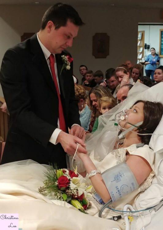 Тяжело и смертельно больна, но в тот день счастлива как никогда! Она так давно мечтала выйти замуж за любимого человека! А через 18 часов