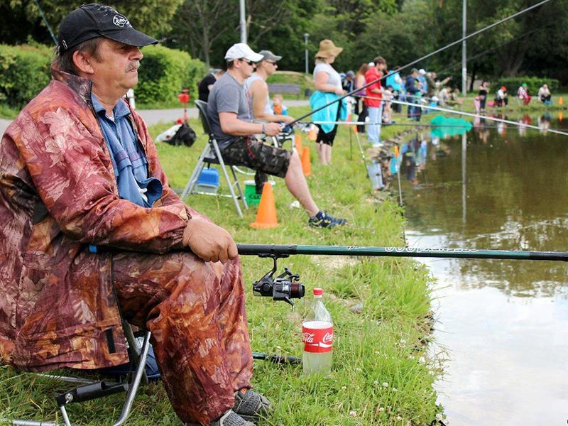 Конкурс поймать рыбку