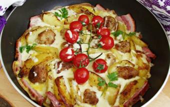 Омлет с картошкой и тефтелями в духовке