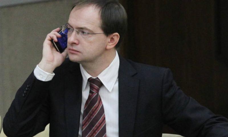 Спалились на телефоне: министра Мединского обвиняют в коррупции