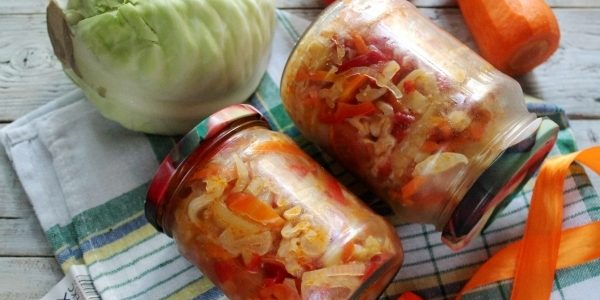 Салаты из капусты на зиму: Салат из капусты с помидорами и перцем