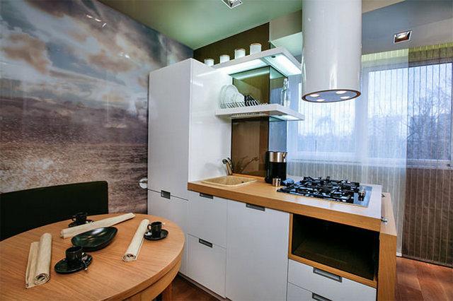 кухня на балконе в квартире студии примеры