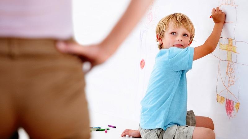 Если тебя били в детстве, вот что произойдет с твоей личностью… Недопустимая ошибка!