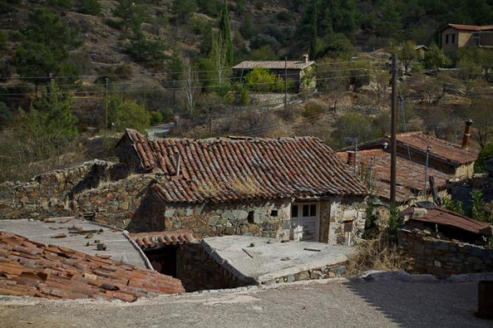 Кипр. Покинутая деревня Фикарду