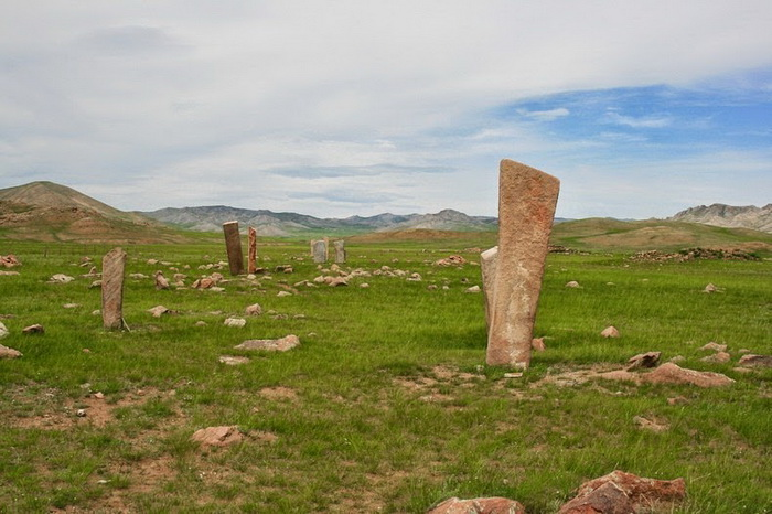 Всего ученые обнаружили порядка 900 оленных камней