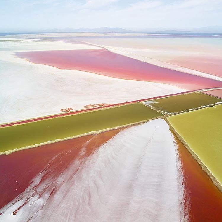 Снимки солеварен с высоты, размывающие границы между фотографией и живописью