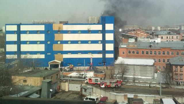"""На востоке Москвы загорелся ТЦ """"Персей для детей"""""""
