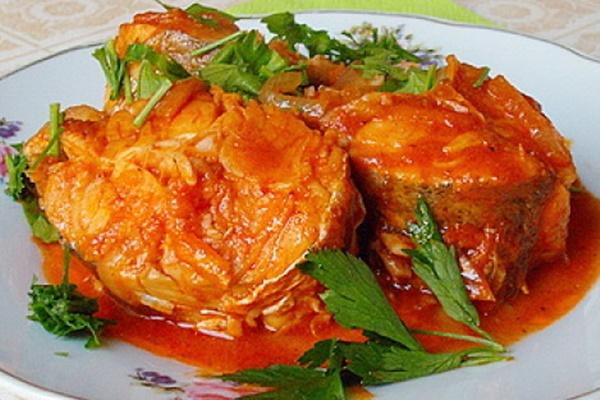Сочная и вкусная рыба с овощами в томате. Никто не откажется!