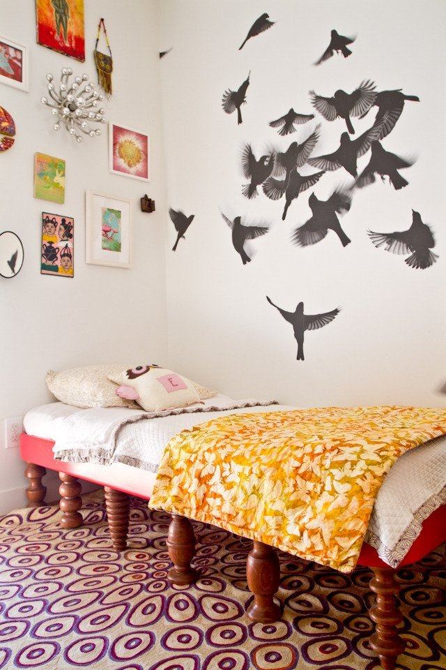 Интерьерная наклейка: стая птиц на стене