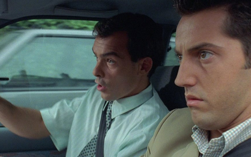 Практикуйтесь…Испытывать свой автомобиль в экстремальных ситуациях даже нужнее, чем оттачивать заезд в гараж с одного поворота руля. Ну, «потыкаетесь» вы лишних пару раз вперед-назад на парковке — никто вам слова лишнего не скажет, а вот среагировать в нестандартной ситуации без подготовки можно, пожалуй, лишь родившись под счастливой звездой. Экстремальный разгон, экстренное торможение, контролируемый занос и выход из него — вот начальная программа тренировок для каждого, кто дорожит собой и автомобилем.