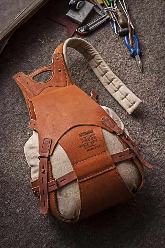 Рюкзаки в кожаных корсетах (подборка)