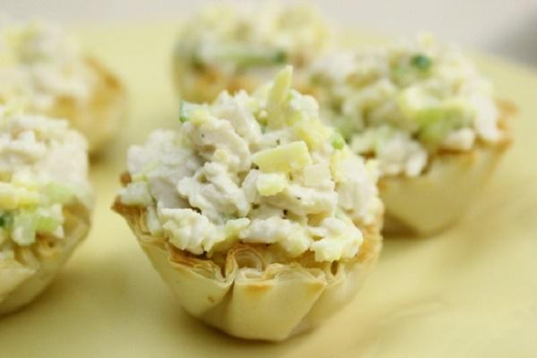 Рецепт дня: Куриный салат в нежных тарталетках