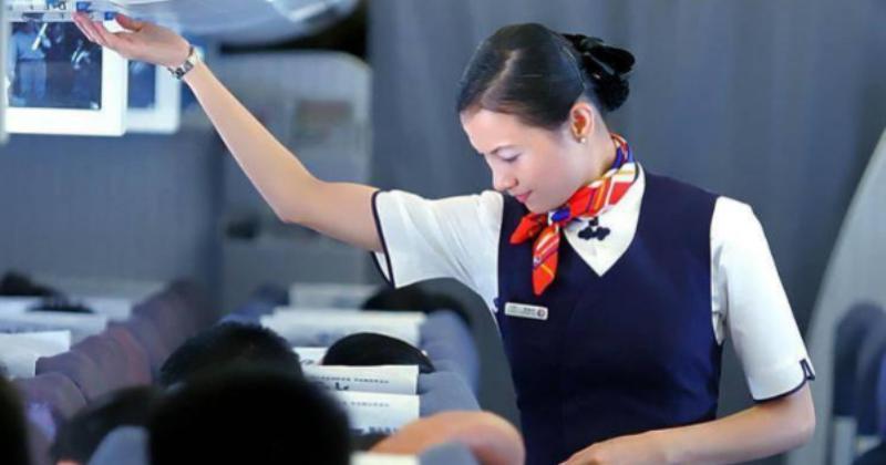 «Вам курица, рыба или грудное молоко?»: филиппинская стюардесса спасла от голода грудного ребенка