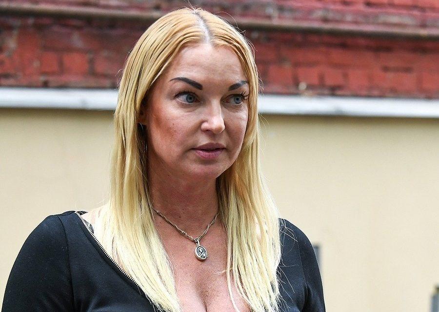 Волочкова пошла в суд в смешном виде — «Так только в спортзал да за пивком ходить»