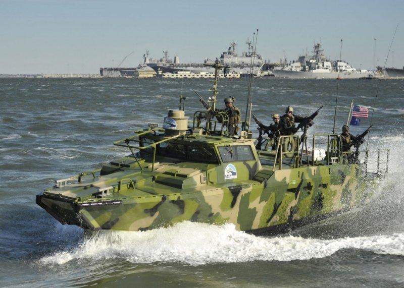 лодка military green