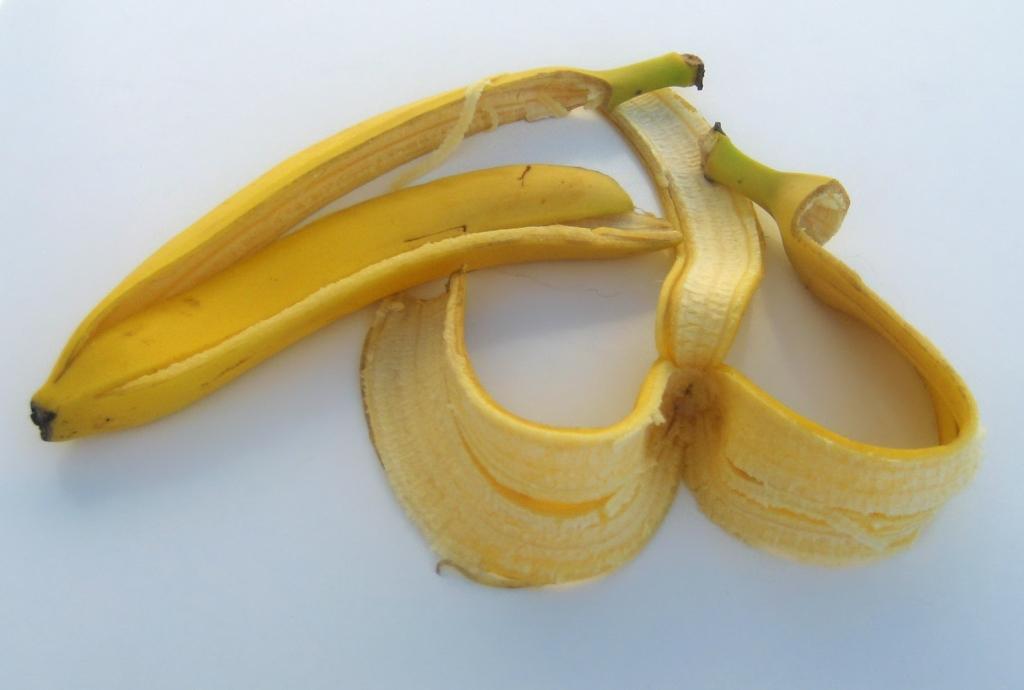 Способы использования банановой кожуры, о которых многие не знают