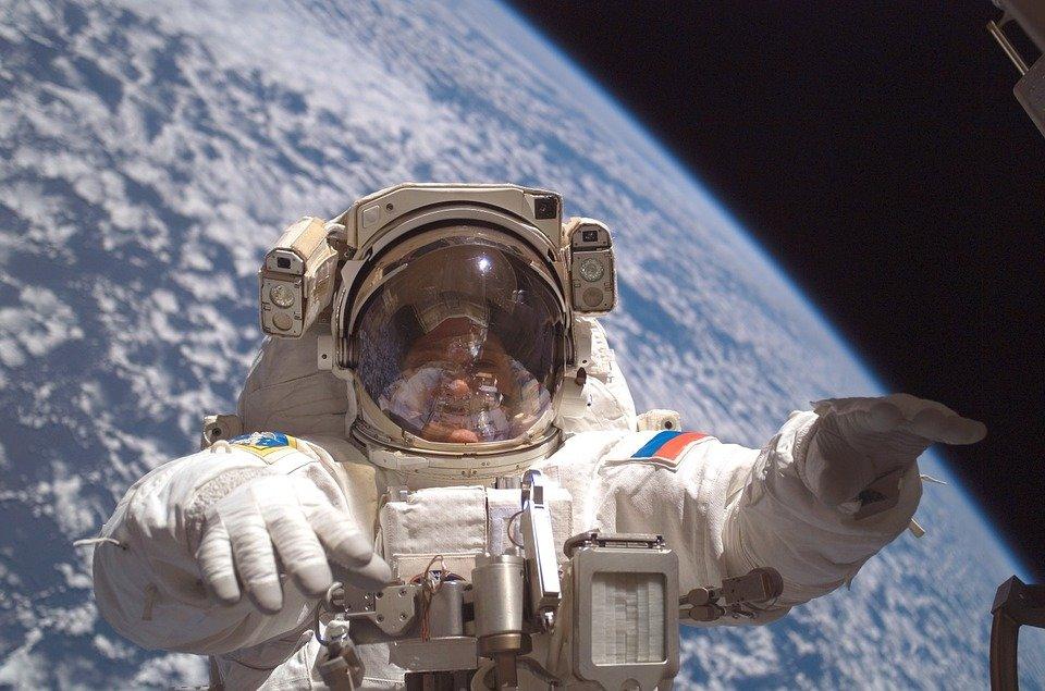 Космонавты и летчики смогут дышать жидкостью